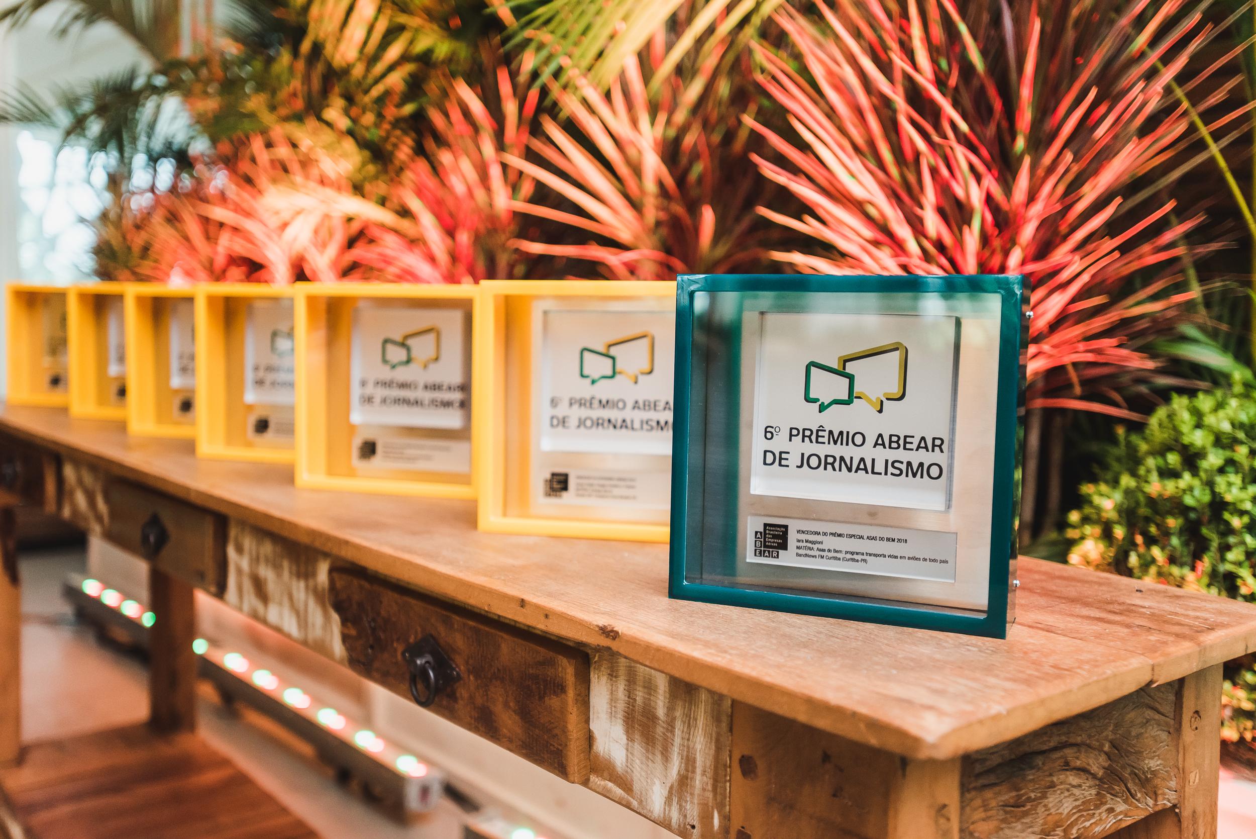 Troféus 6º Prêmio ABEAR de Jornalismo